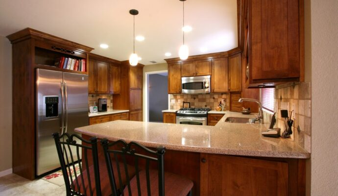 Long Beach Custom Kitchen, Bath, & Cabinet Remodeling Services-We do kitchen & bath remodeling, home renovations, custom lighting, custom cabinet installation, cabinet refacing and refinishing, outdoor kitchens, commercial kitchen, countertops, and more